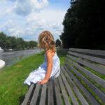 vakantiewoning-te-huur-overijssel-aan-het-water-bankje-kinderen